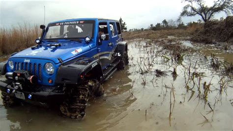 jeep water jeep wrangler mudding wallpaper www pixshark com