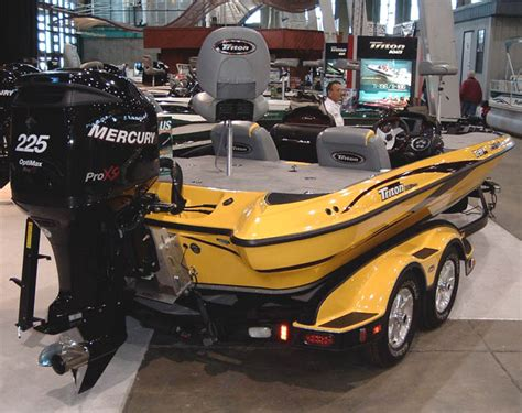 tritoon boats tulsa this bright yellow triton really stood it their booth was