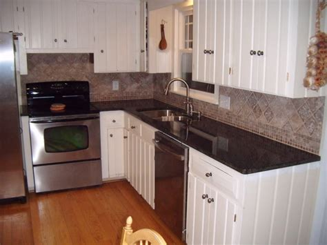 Kitchen Backsplash With White Cabinets by Glass Tile Backsplash With White Cabinets Tile Design Ideas