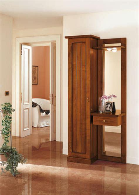 cappottiere per ingresso moderne ingressi classici primavera riflessi specchio