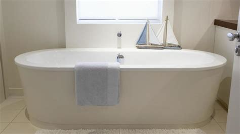 choosing a bathtub 5 steps to choosing the right bathtub tolet insider