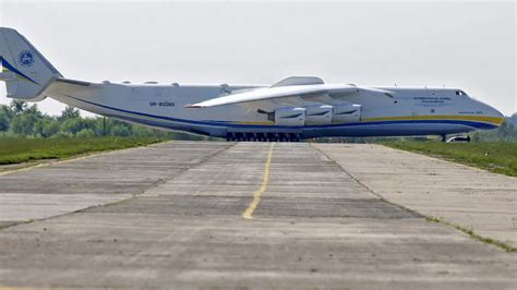 what is the largest in the world the largest plane in the world stops traffic in australia wired