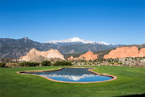blue walls in pikes peak garden of the gods and blue skies colorado springs us