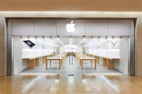 apple store to and i it apple store at northbrook court in chicago area moving