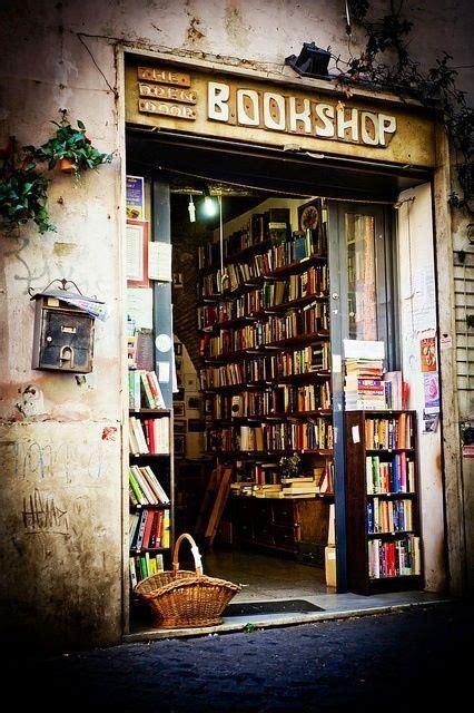 libreria bibli roma librairie open door bookshop rome italie bookshelves