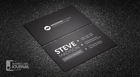 kartu nama desain hitam putih ngetik til lebih percaya diri dengan background kartu