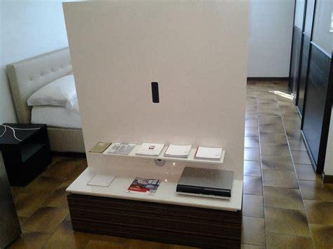 porta cd girevole mobile porta tv girevole legno e laccato lucido