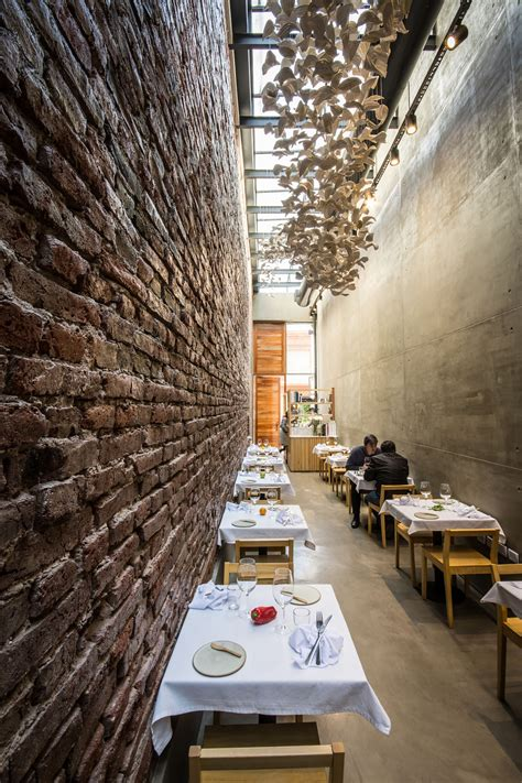 4 ideas to create amazing restaurant wall design home gallery of el papagayo restaurant ernesto bedmar 10