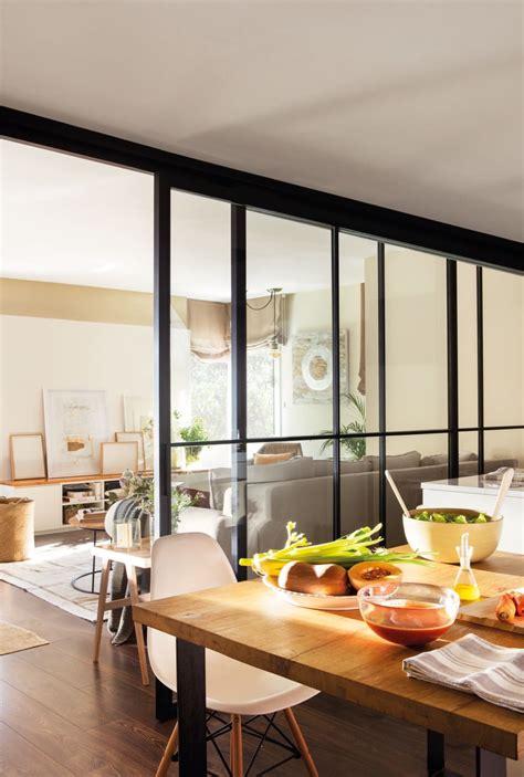 una cocina abierta en  comunicar espacios cocina