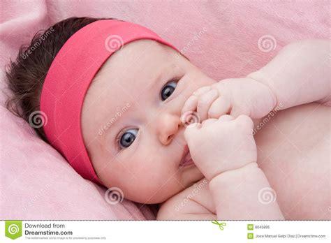 when do babies start seeing colors beb 233 adorable reci 233 n nacido con los ojos azules imagen de