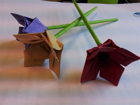For Origami Flowers - paper moon tutorial origami flower