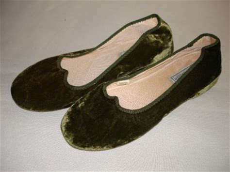 daniel green bedroom slippers daniel green nina women s velvet bedroom slippers house