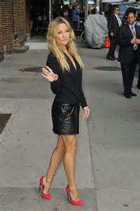 kate hudson in black leather mini skirt 04 gotceleb