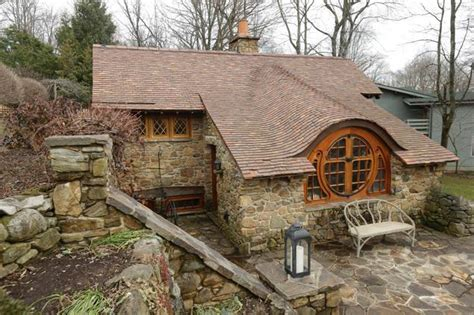Hobbit Style Homes | tiny house inspired by the hobbit ny daily news