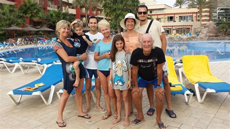 Large Luxury Homes Multigenerational Family Holidays A Continuing Trend