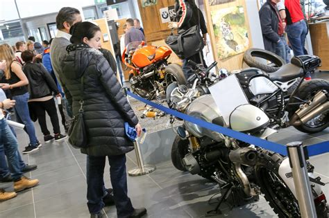 Motorrad Verkaufen Wien by Bmw Wien Motorradzentrum Er 246 Ffnung Motorrad Fotos