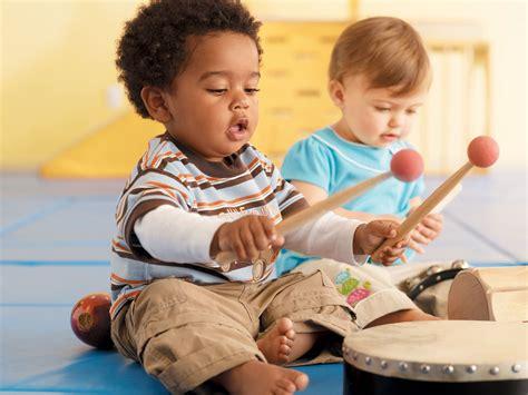 imagenes de niños jugando con instrumentos musicales avanza centro de estudios academia torremolinos la