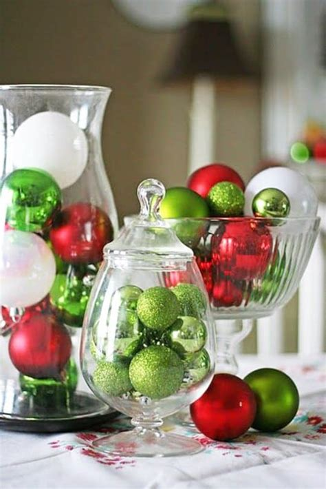 decorare candele per natale idee per decorare la tavola di natale con il centrotavola