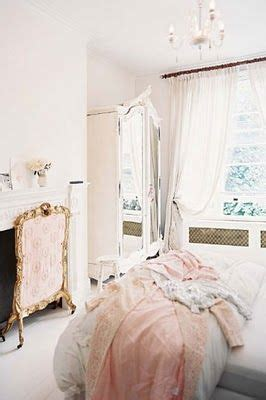 25 best ideas about pink vintage bedroom on pinterest girls vanity table vintage makeup