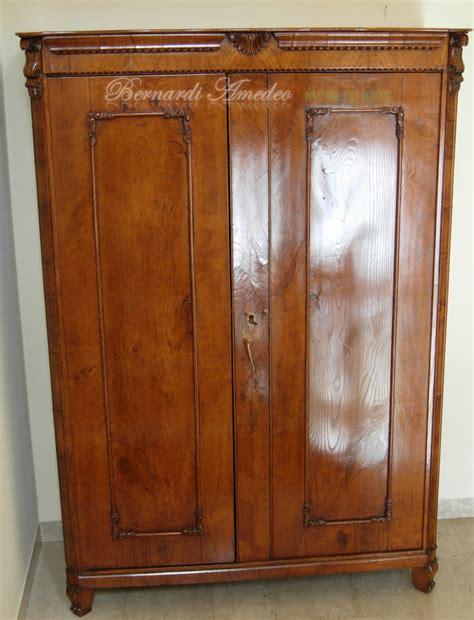 vecchi armadi armadietti vecchi mobili vecchi