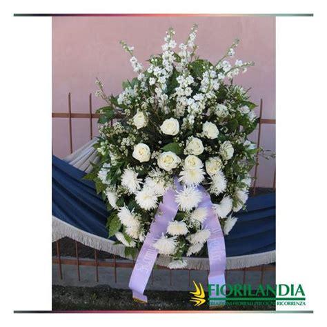 cuscini bianchi cuscino di fiori bianchi fiorilandia vendita fiori e