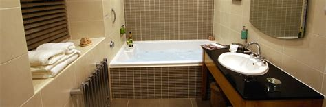 hotel room with bathtub hotel bedrooms with jacuzzis shropshire pen y dyffryn