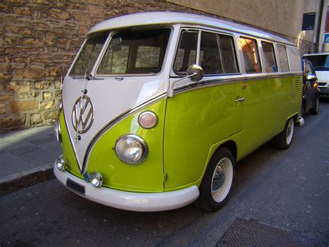 volkswagen kombi a brief history of the beloved vw cervan freewheelin