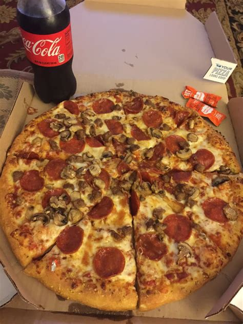 domino pizza di karawang domino s pizza pizzerie 5421 chippewa st saint louis