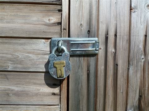 file garden shed door latch jpg wikimedia commons