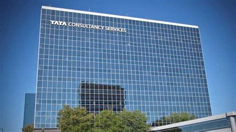 Executive Mba Tcs Employees by Tcs Gives Hike Of 8 12 To Its Employees Offers 45 000