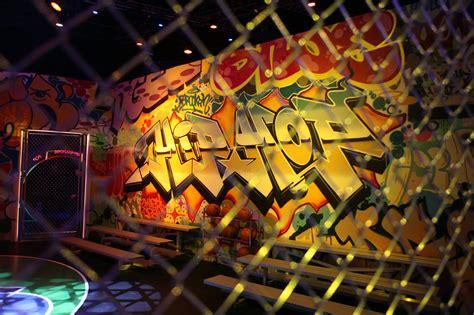 nyc graffiti artist paints street art  samsung hip hop