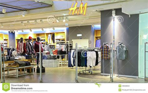 wann aktualisiert h m shop h m clothing retail store editorial stock image image