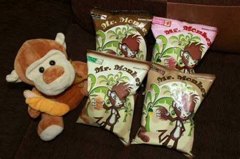 Keripik Kripik Pisang Cokelat Logue Chips mr monkey waffle banana chips coffee choco strawberry