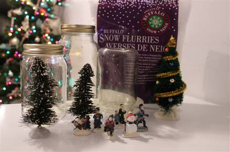 Mason Jar Snow Globe Gift Card - the perfect holiday gift feat diy mason jar snow globes simply sinova