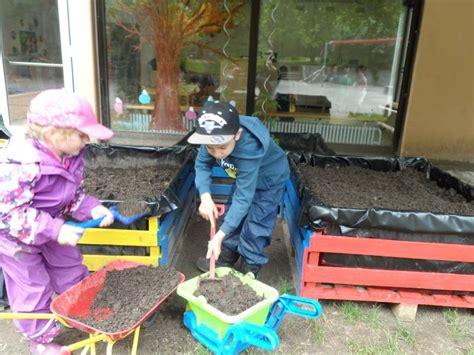 im herbst pflanzen 5314 gartenprojekt erdbeerkinder