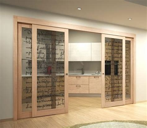 porte da interno con vetro cucina e soggiorno divisi da porte scorrevoli in vetro