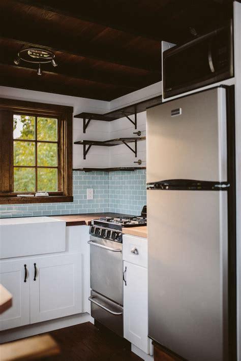 tiny house kitchen best 25 tiny house kitchens ideas on pinterest