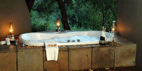 Outdoor Themed Bathroom Decor by Outdoor Bathroom To Nature Outdoortheme