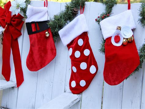 patterns for decorating christmas stockings how to decorate a christmas stocking for kids how tos diy