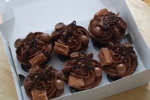 Chocolate Cupcake Decorations by Cupcake Decorating Ideas By Colorfulcandies