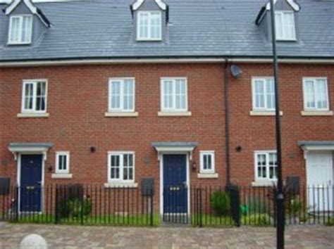 3 Bedroom House Uk 3 Bedroom Terraced House To Rent In Modern 3 Bed Town