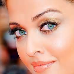 aishwarya eye color post a pic of aish aishwarya answers fanpop