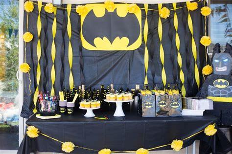 Batman Table Decorations by 25 Best Ideas About Batman Centerpieces On
