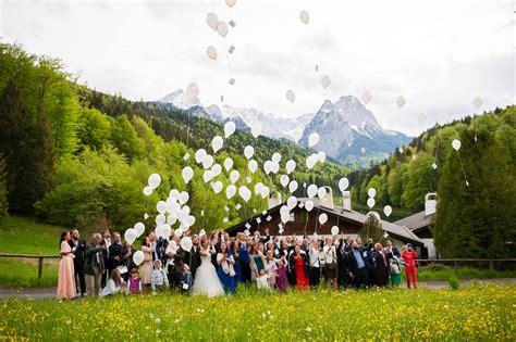 Hochzeit In Den Bergen by Luftballons Bei Der Hochzeit Die Hochzeiterin