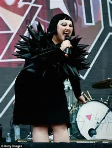 the gossip singer the gossip s beth ditto reveals plans to marry girlfriend