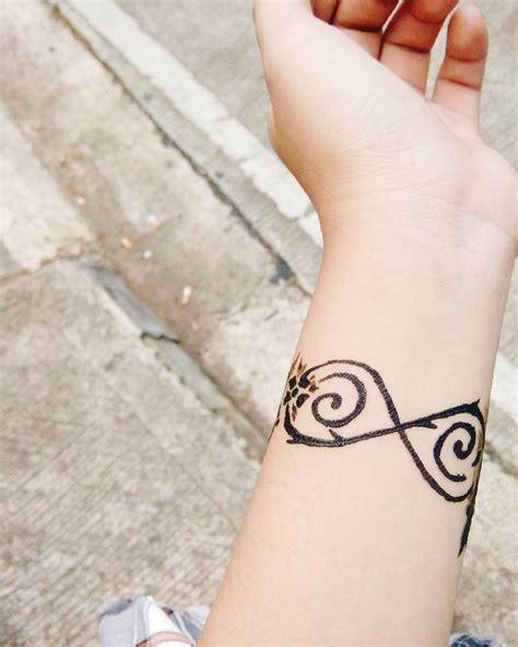 sul polso interno tatuaggi polso interno tatuaggio infinito dalla matematica
