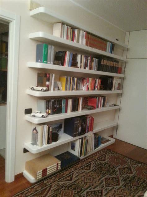 mensole scomparsa foto ripiani libreria con mensole a scomparsa di