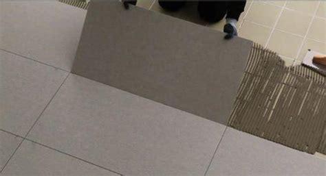 posa gres porcellanato su pavimento esistente ristrutturare casa rivestire il pavimento