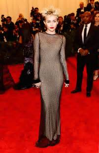 miley cyrus roter teppich miley cyrus quits carpets 10 best looks billboard