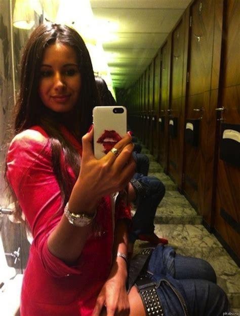 peeing selfies on toilet 16 sexy selfies gone wrong cydia pinterest selfies